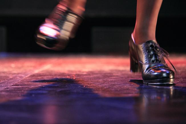 florence mathoux, florence, mathoux, claquettes, claquette, tap, tap dance, dance, danse, professeur, danseuse, chorégraphe, spectacle, fers, magnésium, photo, bio, cours, alésia, centre de danse